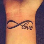 tatouage symbole infini love