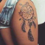 idee tatouage attrape reve new school femme cuisse