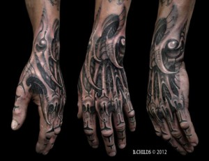 tatouage main biomécanique - tattoo hand biomechanical