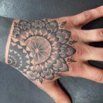 tatouage main tattoo-dotwork-hand