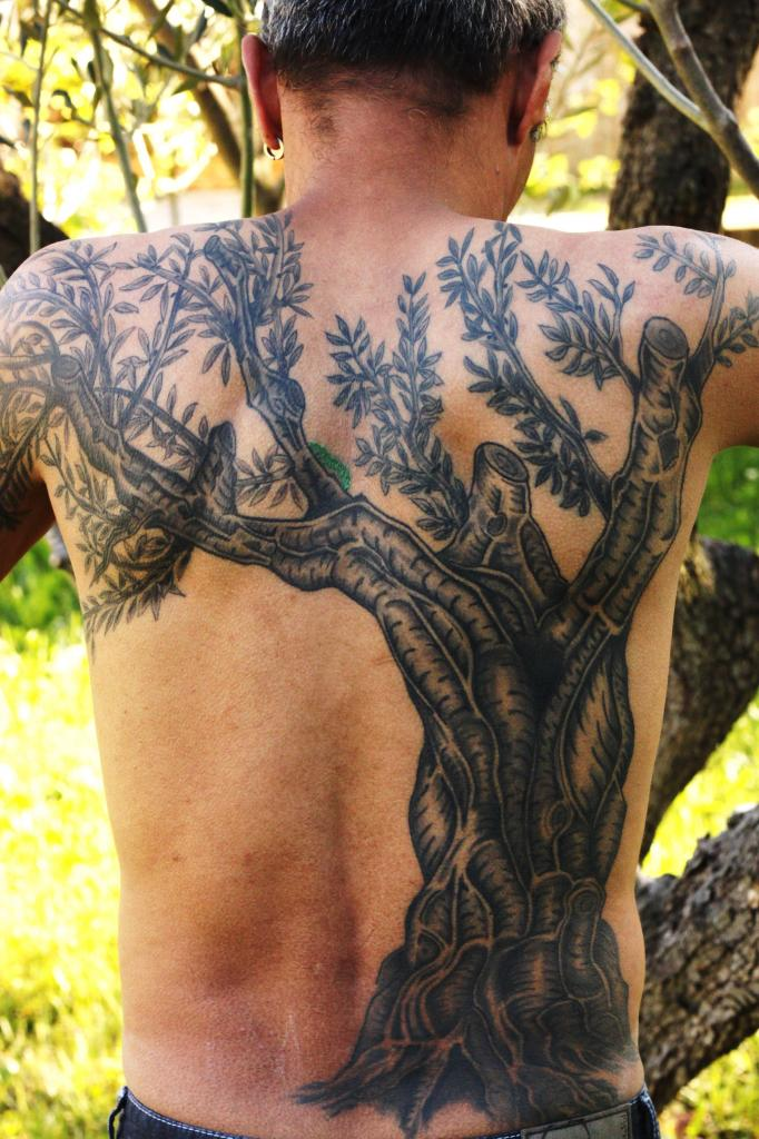 Idee Tatouage Arbre Dos Complet Homme