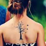photo tatouage oiseau arbre