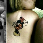 mickey minnie tatouage couple omoplate et main