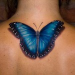 photo tatouage réaliste papillon nuque femme