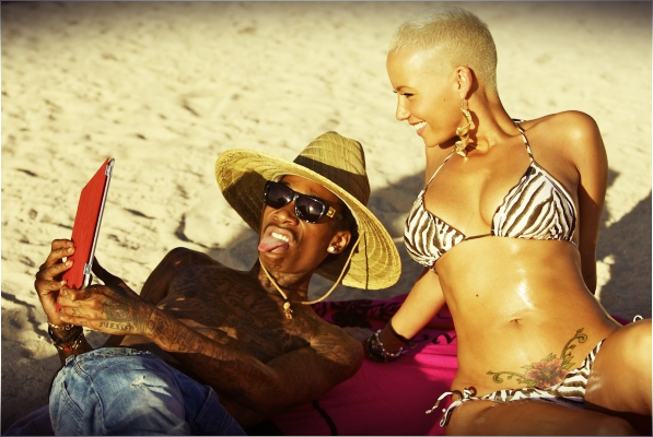 rose tatouage bas ventre de Amber rose