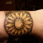 tatouage egyptien bracelet
