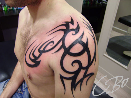 tattoo tribal bras epaule homme